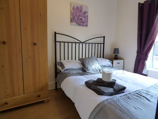 Room 3 - En Suite - 59 Chesterfield Road