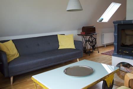 Schöne FeWo mit Kamin an der Eider - Süderstapel - Apartamento