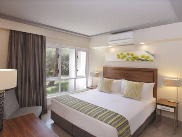 Main bedroom with 1 queen bed