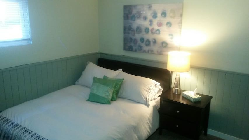 Cozy, Quiet Room in Charming Home - Nanaimo - Rumah