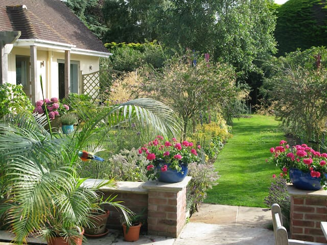 Church Gate, Itchenor, enjoy our garden cottage - Chichester