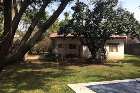 Casa, alberca privada y gran jardín - Tezoyuca
