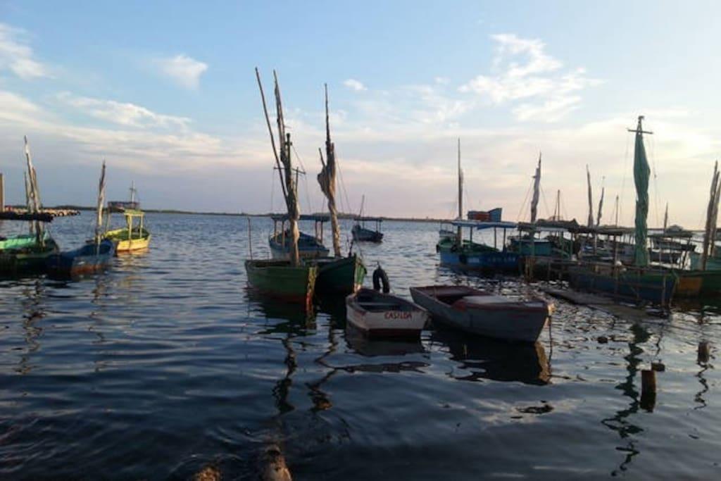 Los barcos de pescadores en el puerto de Casilda.