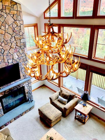 MM1: STUNNING Bretton Woods luxury home, a short walk from the Mount Washington Hotel! Best mountain views in Bretton Woods! Air Conditioning, Heated floors, 3 fireplaces, Sonos, wine fridge, chef kitchen. Shuttle to skiing. DISCOUNTED SKI TICKETS!