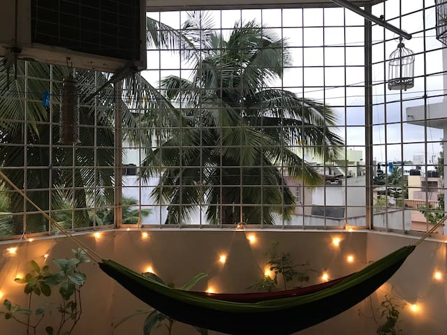 Sun' Abode: Spacious Private Room in Indiranagar