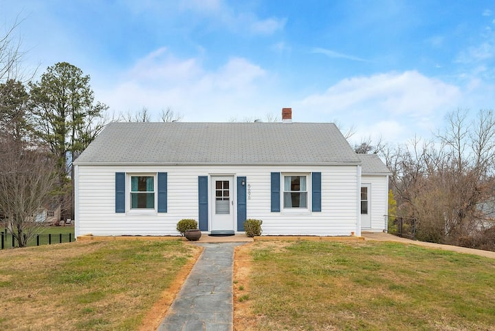 Hill Top | Walkable Crozet | Pet-Friendly