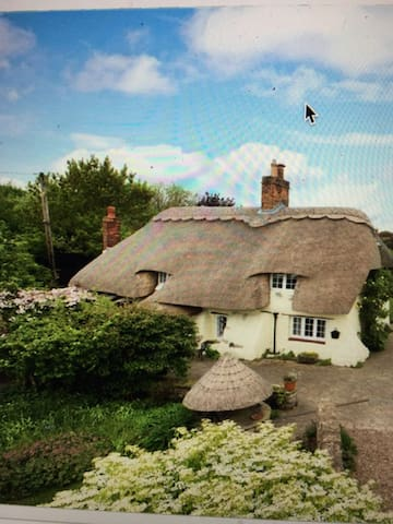 One week min stay- Badgers Cottage Buckinghamshire