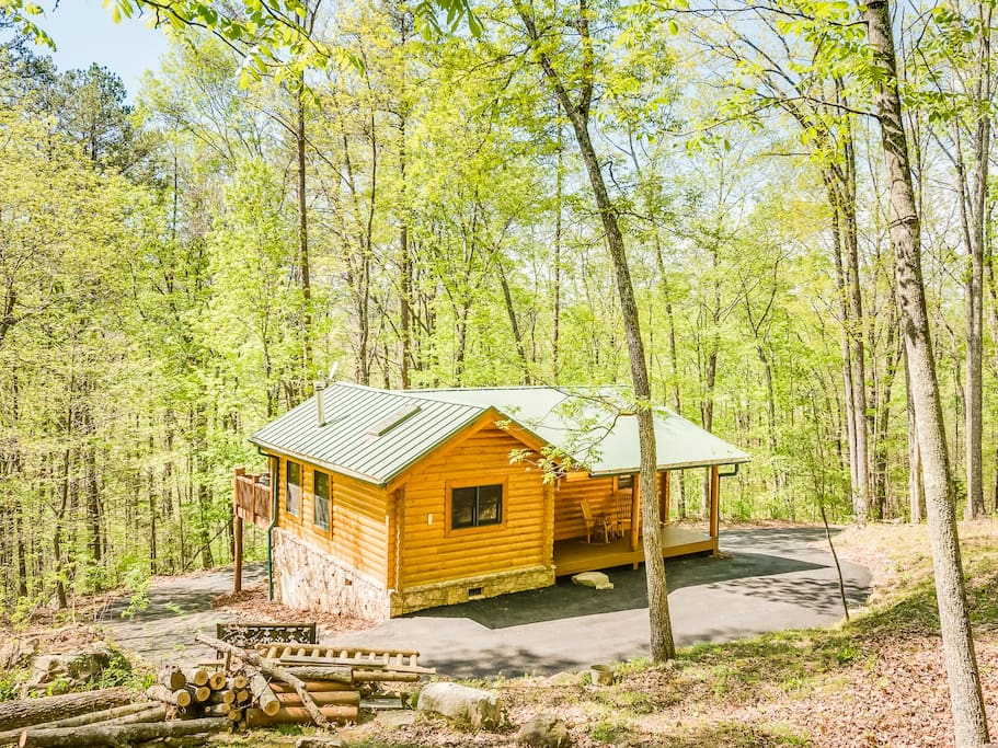 Ravenwood Cabin is on a private, 100-acre wooded tract.