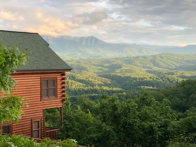 Beautiful Log Cabin w/ Breathtaking Mountain View!