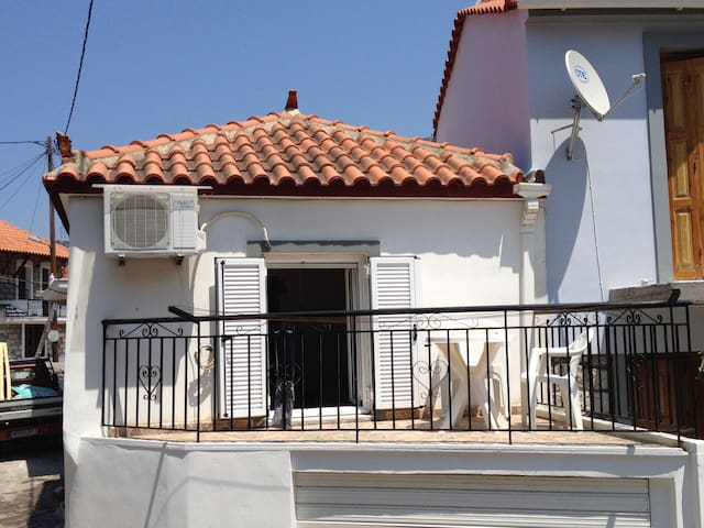 """Holiday Home """"To Spiti"""" in the North of Lesvos"""