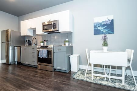 Stunning Downtown Condo with Rooftop Patio #416