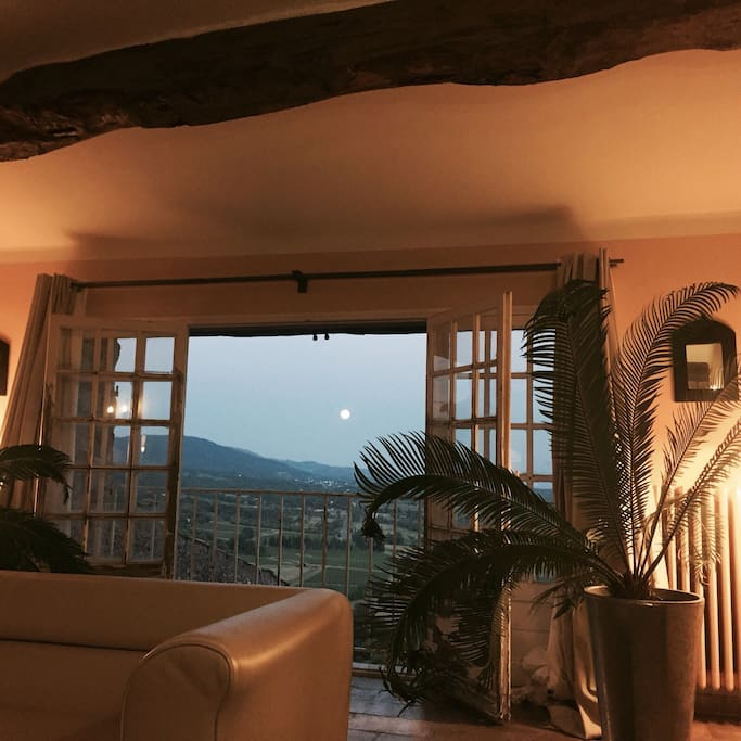 Livingroom upstairs with the view !