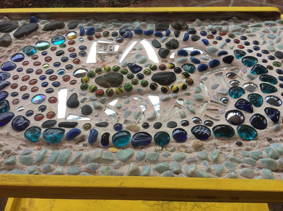 Particolare del tavolino .realizzato con la tecnica-Mosaico.