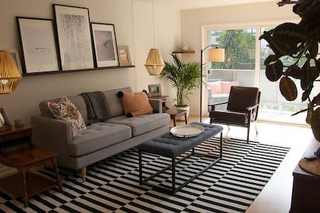 Bright & modern designer condo steps from Caltrain - Mountain View - Διαμέρισμα