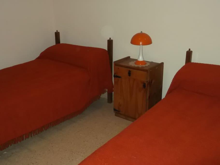Habitación con 2 camas simples