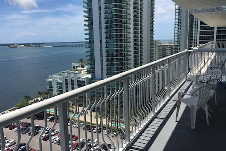Ocean front, great views of MIAMI - Miami - Apartment