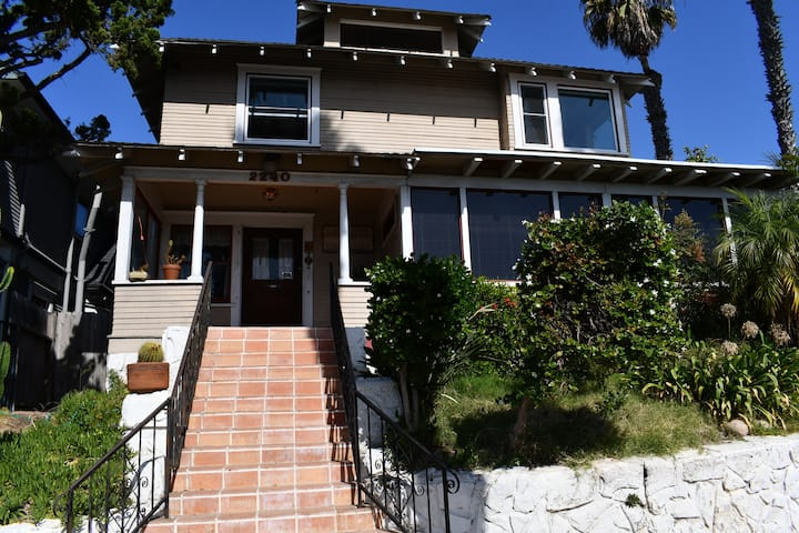 Beautiful old (1910) mansion in Golden, views