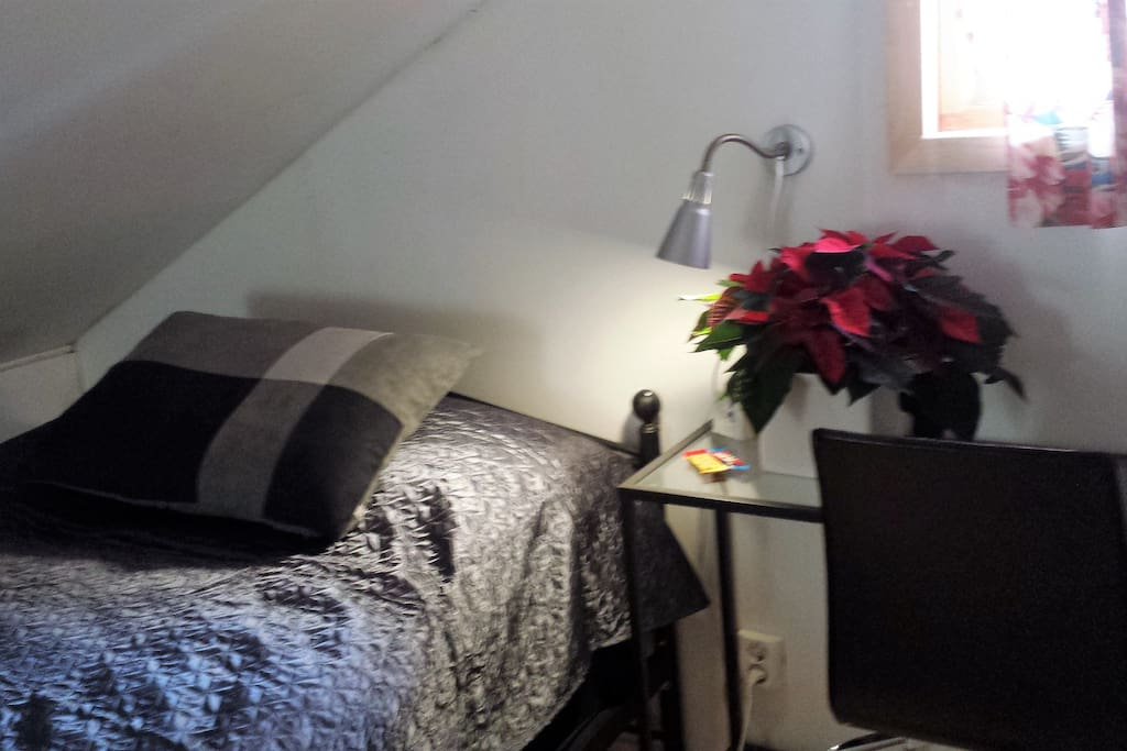 2 Singel room with quin size bed.