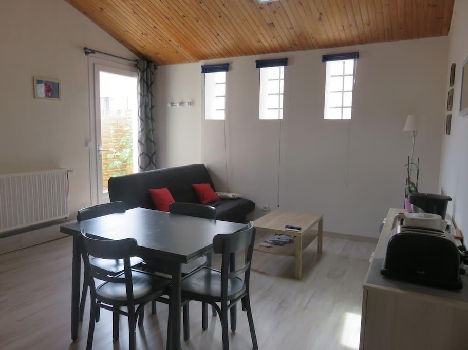 appartement meubl t2 avec ext rieur appartements. Black Bedroom Furniture Sets. Home Design Ideas
