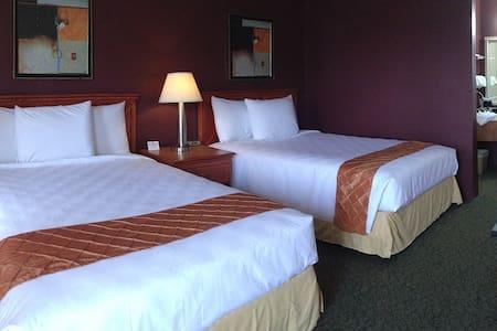 Cascades Inn, Rm 102 2xQueen Beds - Bloomington - Appartement