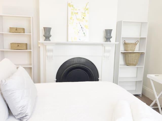 01 York Street Apartment -In Launceston CBD- No 1