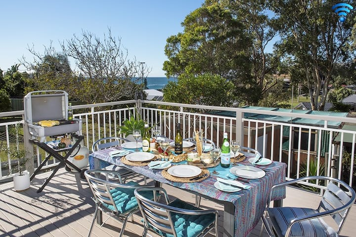Araluen on Holden - SPECIAL OFFER-pay for 2 nights, 3rd 1/2 price!