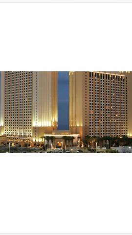1br condo on the strip for CES!