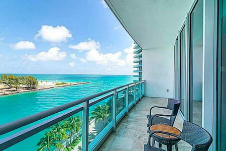 Oceanfront  Condo at Ritz Carlton in Bal Harbour - Bal Harbour - Wohnung