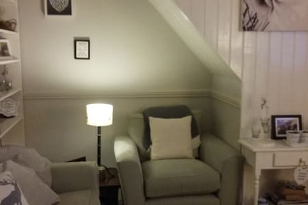 Cosy cottage, 25 mins train journey to London. - Harpenden - Ház