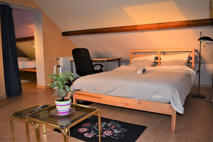 Nivelles gare. 2 - 4 pers (3 rooms, 1 bathr, 1 TV)