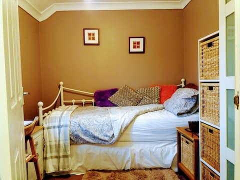 Single bedroom in a quiet location