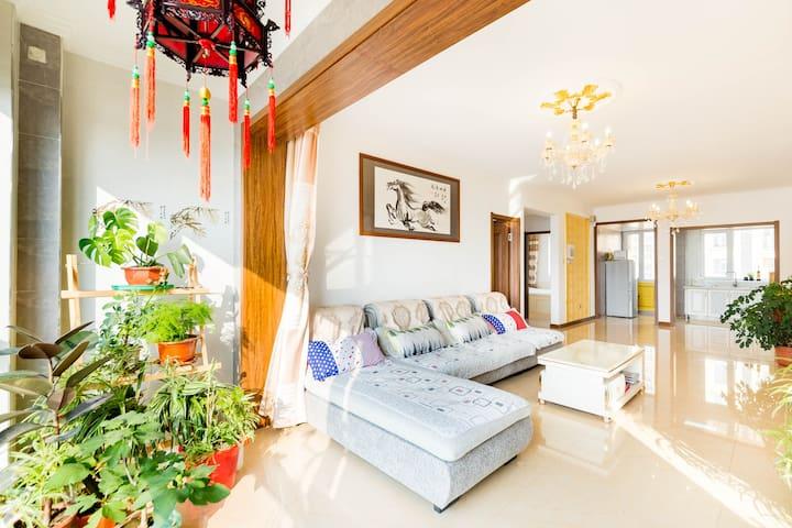 盘锦玖月桔子豪华公寓6人大床房
