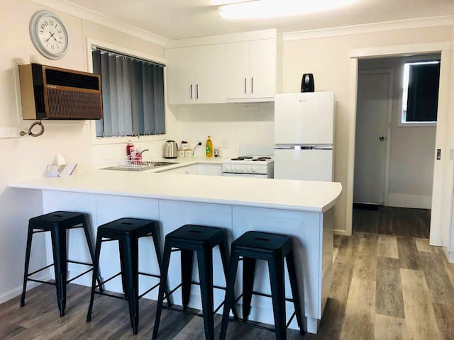 Clean, Fresh and Relaxed unit Esperance