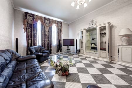 Huge bright 2br apartment, Vosstaniya Square