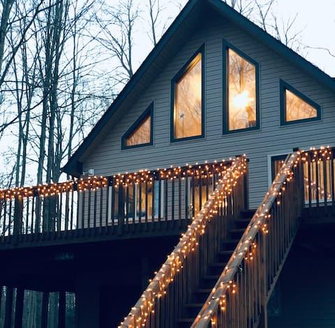 Cozy Poconos Chalet w/ Seasonal Lake View!