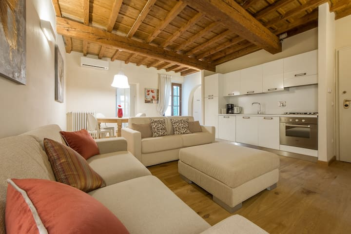 - TORNABUONI BUTTERFLY  - best located 2BDR 1 BTH