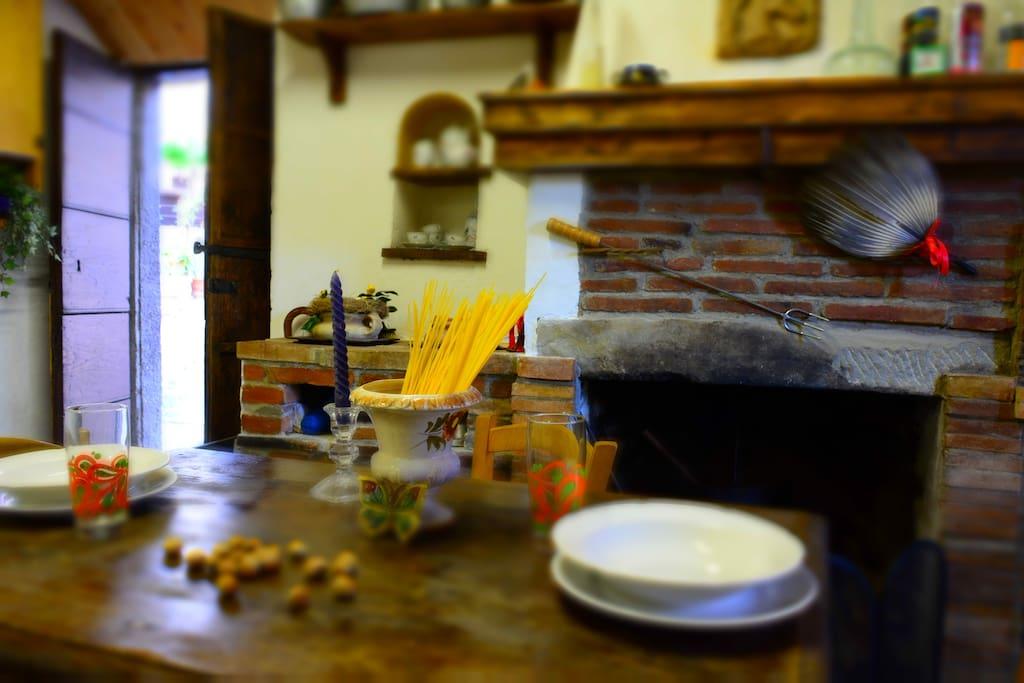 La Cucina e il camino, Piano terra