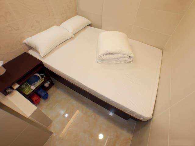旺角區經濟大床房Budget Double Room@Mong Kok 1702