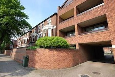 Bright and airy Apartment - West Bridgford