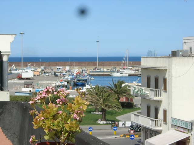 Elegant apartment with wide terrace sea view - Porto Torres - Lejlighed