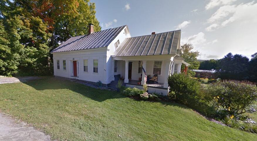 Lovely Cape in Picturesque Vermont - Peacham - House