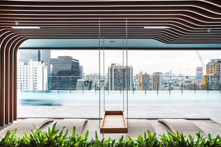 Prime Area/Sky Pool/ 2BR, MRT RAMA9