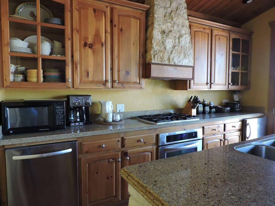 Full Kitchen Area