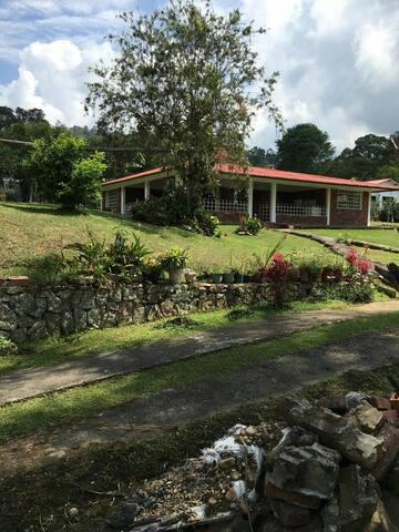 Casa de descanso espectacular vista - Silvania - บ้าน