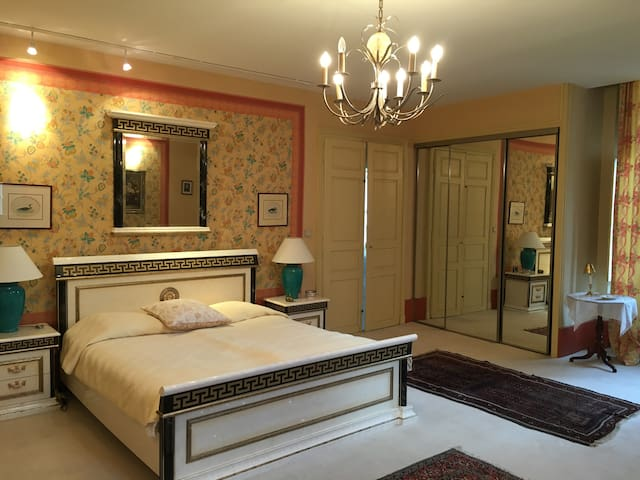 Une chambre confortable au château de Maizières - Saint-Loup-Géanges - Замок