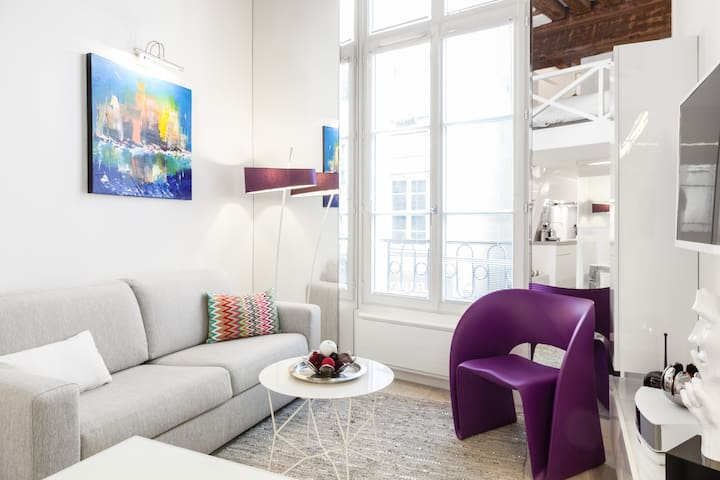 Clean, Cozy and Contemporary Apt by CentrePompidou