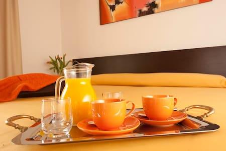 camera moderna con bagno privato e colazione - Montecchio Maggiore-Alte Ceccato