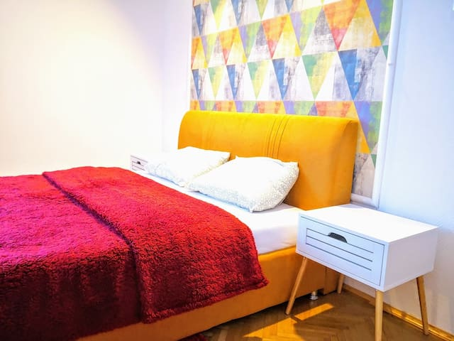 Colors Double Room by StayANight.ro