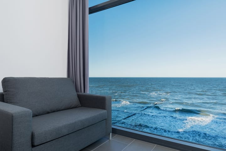 Laguna Boulevard Deluxe Apartment with Seaview