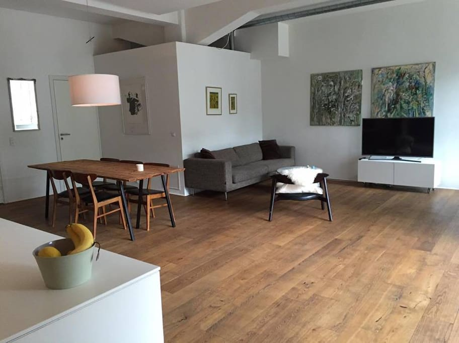 The apartment consists of a nice kitchen open to a large dining table and living room with TV. One smaller bedroom with a twin bed and one bedroom with a single bed. Lastly there is a large extra nordic style bathroom.